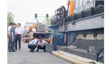 """""""Highway Doctors Demonstrate Their Power Again""""  ---- City leaders visited the construction site of Xixing Road"""