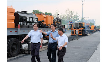 """Highway Doctors Demonstrate Their Power Again""  ---- City leaders visited the construction site of Xixing Road"